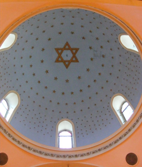 Dome_of_the_Istanbul_Ashkenazi_Sinagogue_wikipedia